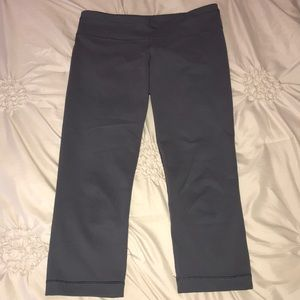 Under Armour gray fitted cropped workout pants